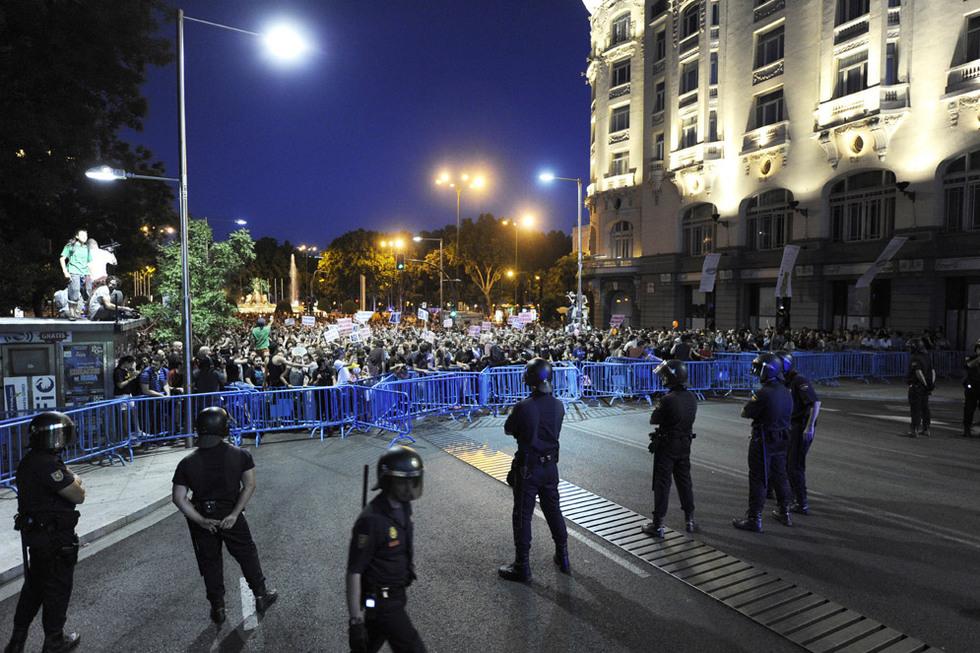 Qué majos estos policías. Plaza_Cortes