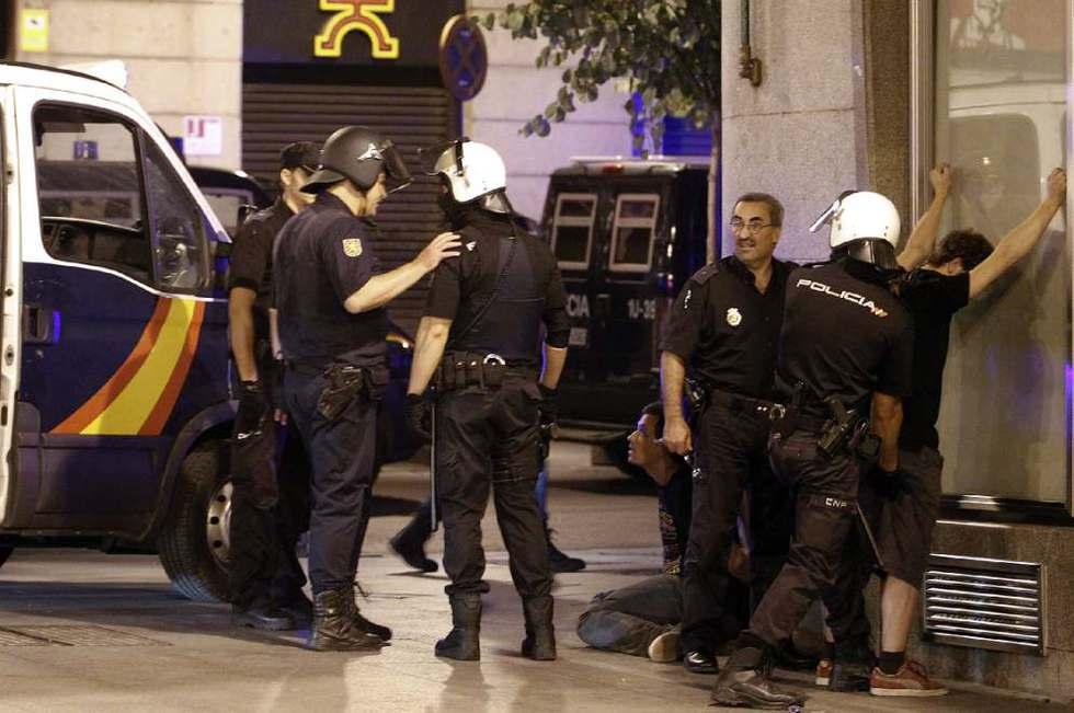 Qué majos estos policías. Detenciones_Puerta_Sol