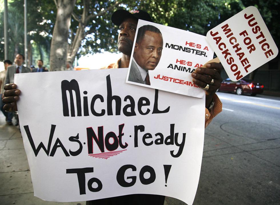 Arranca el juicio por la muerte de Michael Jackson  - A las puertas del juzgado