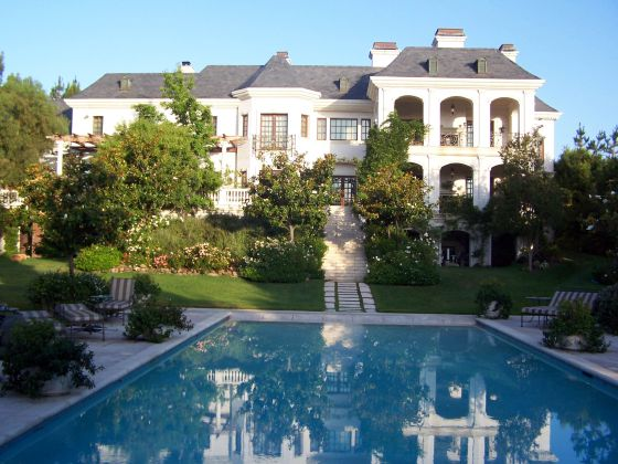 La mansi n donde muri michael jackson 39 malvendida 39 por for Casas mansiones de lujo