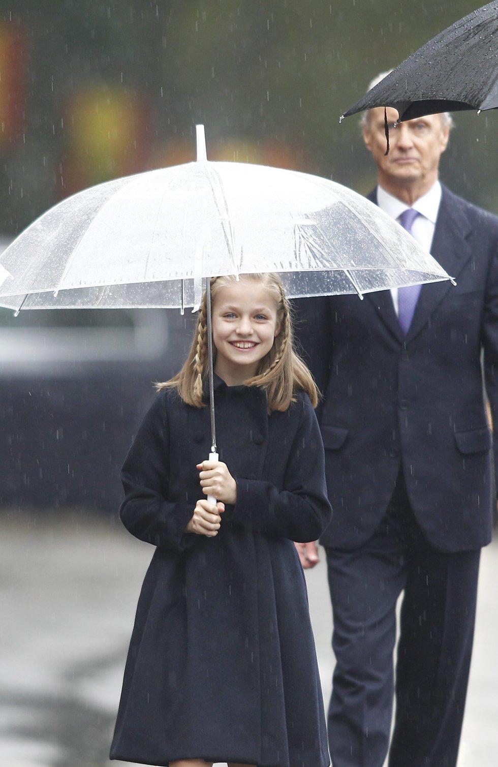 La princesa Leonor, con un abrigo de Carolina Herrera durante el desfile de la Fiesta Nacional.