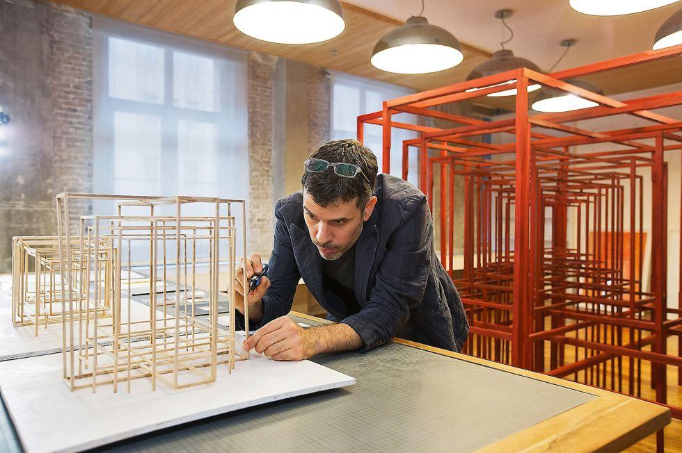 Paolo Cavinato ha exhibido en medio mundo. Optó a la beca artística porque necesitaba alejarse de Italia y concentrarse en su trabajo. / JONATHAN FONG