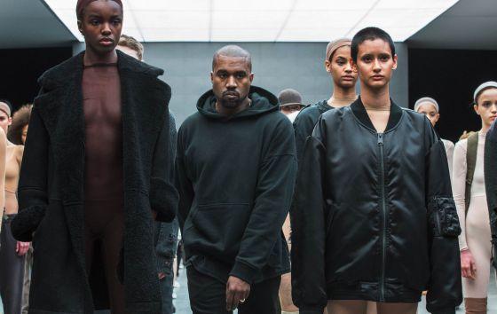 Kanye West, al final de su desfile para Adidas Originals.
