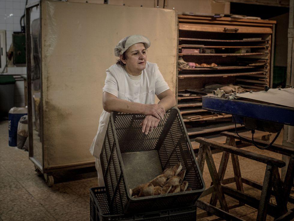 Marina en su panadería