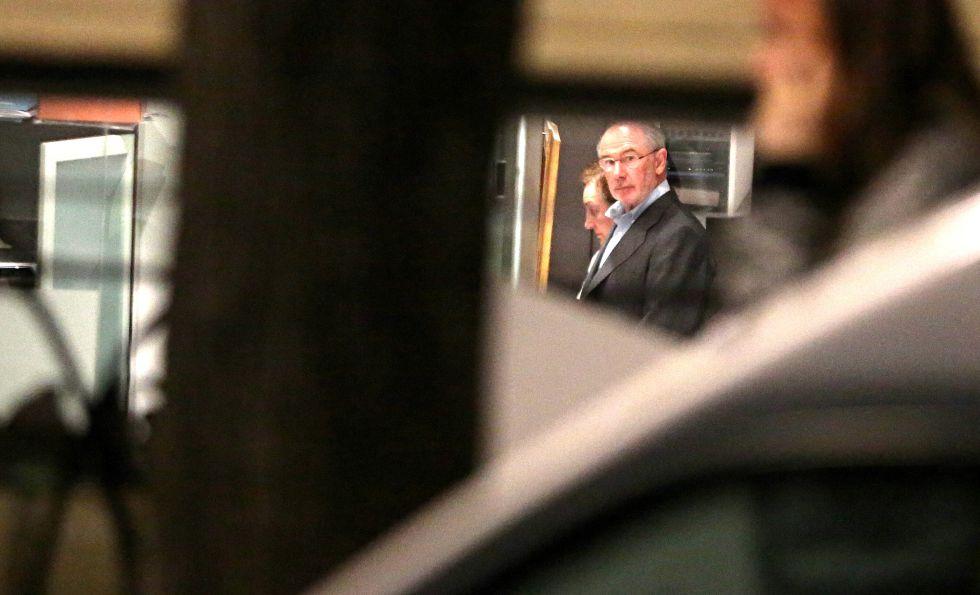 Rodrigo Rato, detenido. La policía se lleva al exvicepresidente del Gobierno arrestado tras el registro de su domicilio 1429211402_594388_1429215657_album_normal
