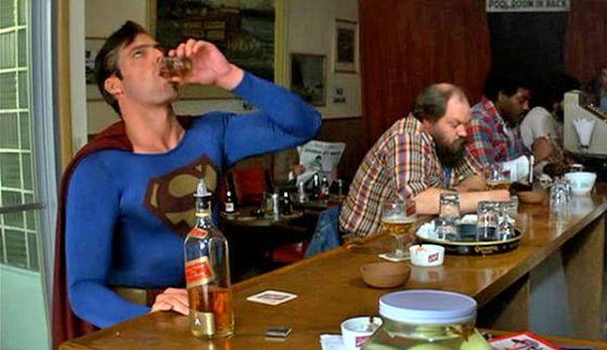 ¿SUPERMAN BORRACHO? ¿PERO SOS BOLUDO?