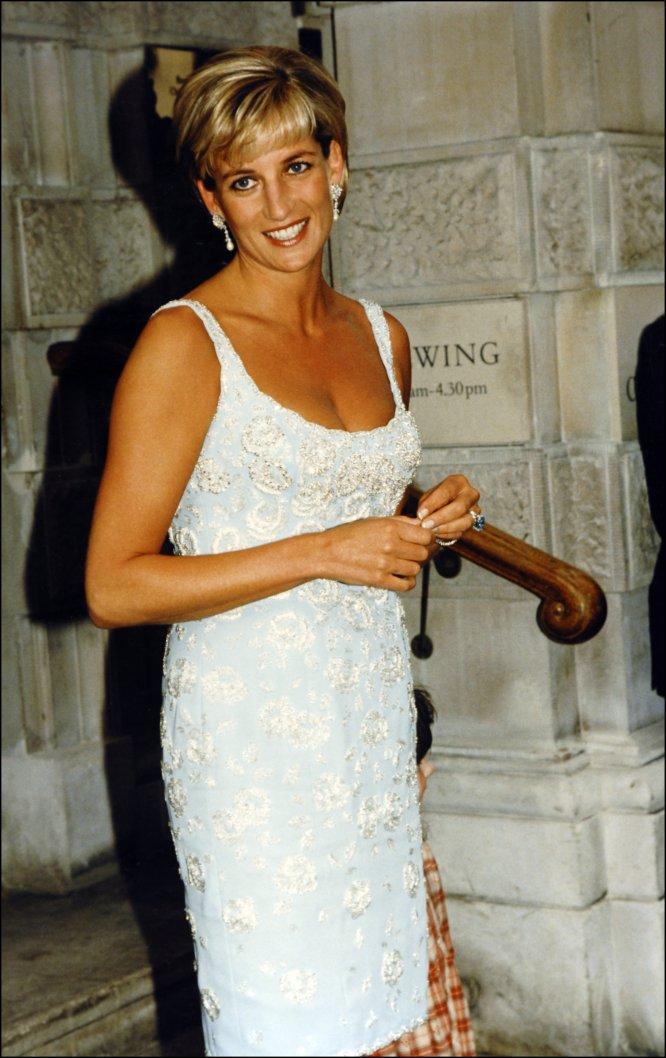 Tras su separación del Carlos de Inglaterra, Diana vivió una época de esplendor. Cambió su peinado y su estilo de vestir.
