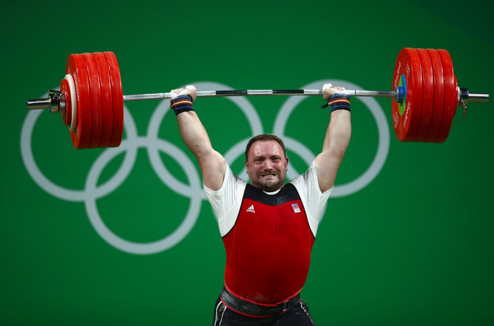 El checo Jiri Orsag compite en la prueba de halterofilia 105 kg masculino.