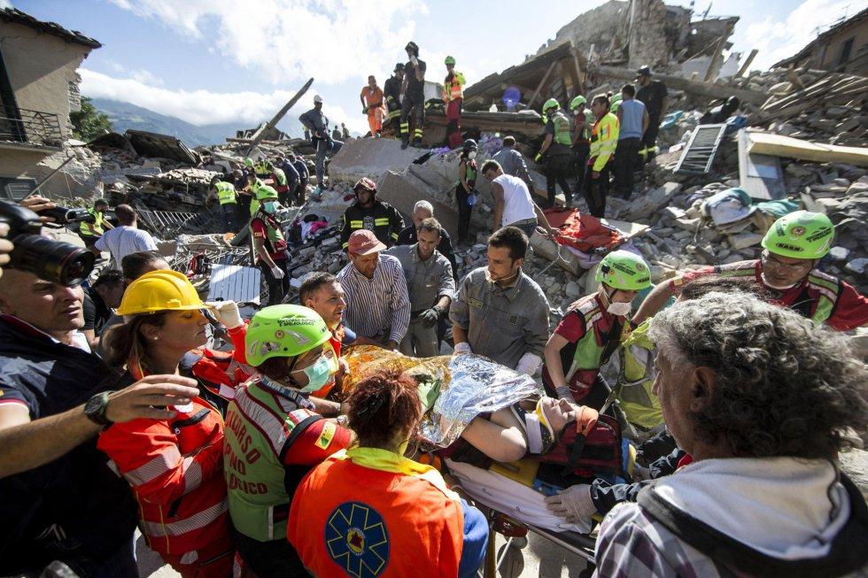 Resultado de imagem para pessoas resgatadas DE AMATRICE ITALIA