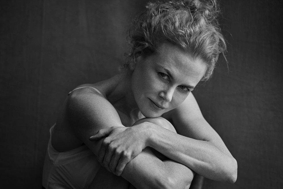 Nicole Kidman es la encargada de abrir el año del Calendario Pirelli 2017. Un almanaque que no dedica una sola página a cada mes, sino que algunas de sus protagonistas aparecen retratadas más de una vez por el reconocido fotógrafo alemán Peter Lindbergh.