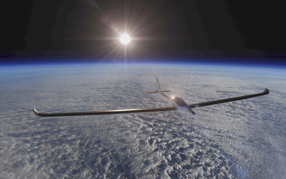 El avión solar biplaza de la misión SolarStratos, que aspira a convertirse en el primero en llegar en 2018 a más de 24.000 metros de altura. La expedición, comandada por el aventurero suizo Raphaël Domjan y su equipo, tiene previsto llevarse a cabo en 2018.