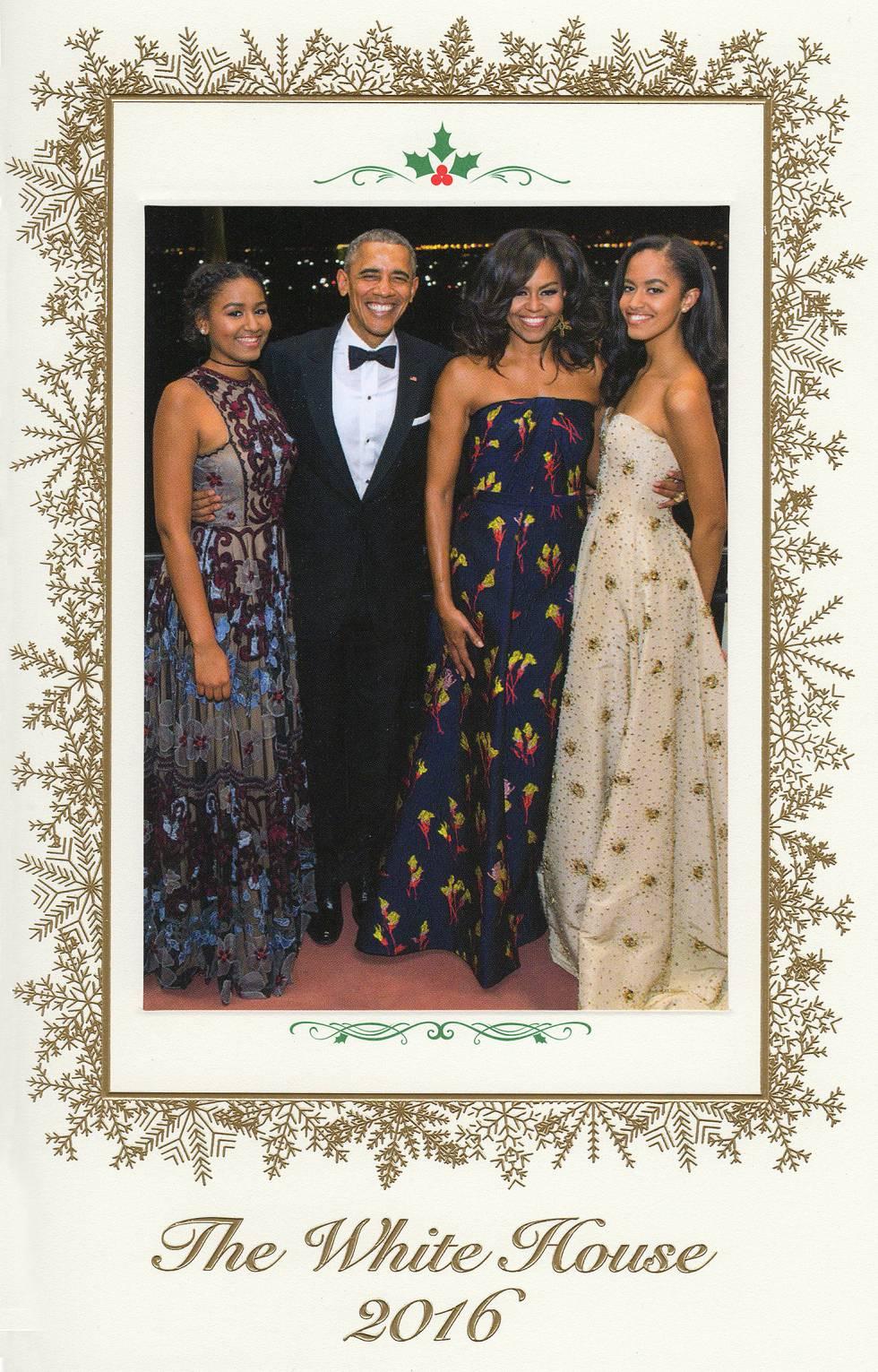 Malia y Sasha Obama brillan en la última postal navideña en la Casa Blanca