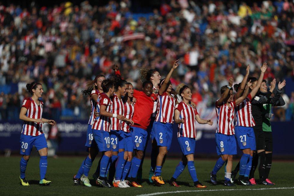 El Atlético gana al Barça en el Calderón y es más líder