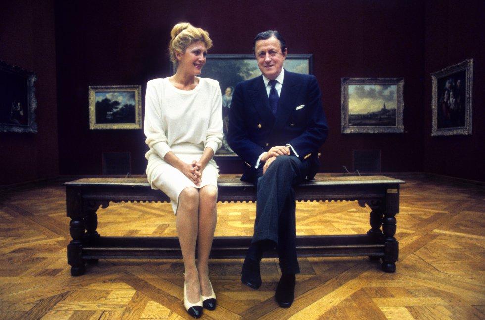 Carmen Cervera y su marido, Hans Heinrich von Thyssen-Bornemisza, en una de las salas de su pinacoteca particular en Villa Favorita, en Suiza, el 15 de mayo de 1986.