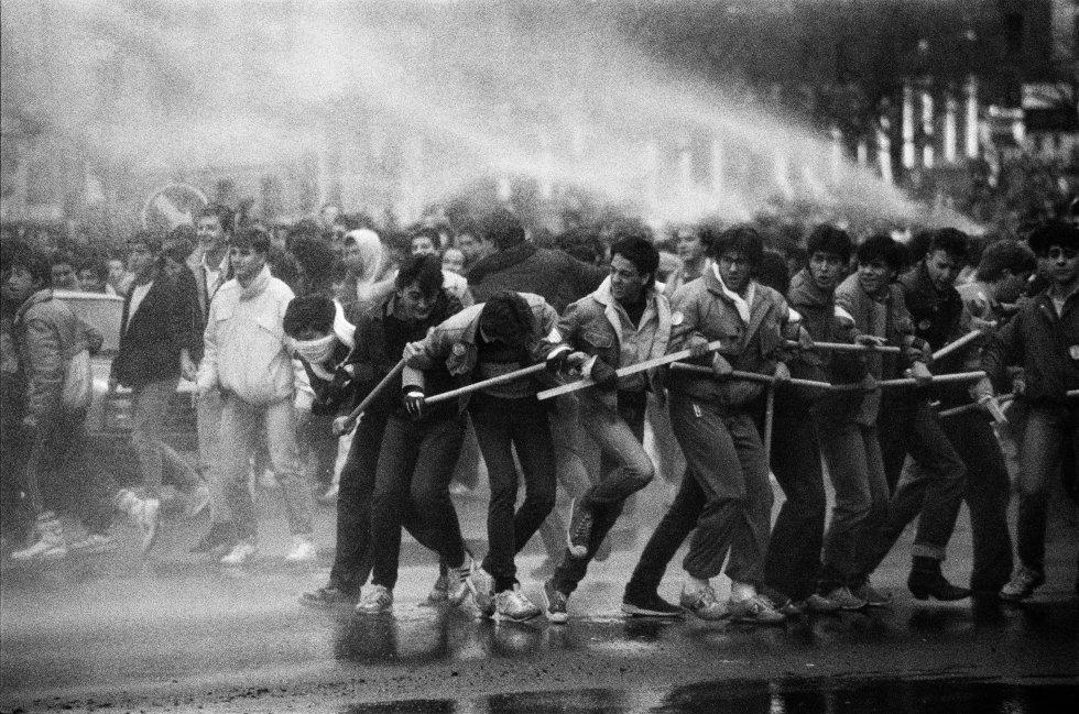 Manifestación de estudiantes que tuvo lugar el 23 de enero de 1987 durante las jornadas reivindicativas que para paralizaron una semana la enseñanza media en España en protesta por la selectividad y las tasas universitarias.