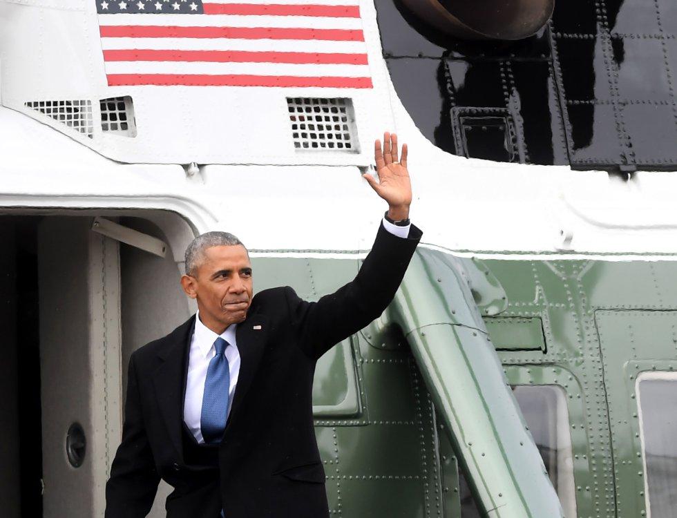 El expresidente Barack Obama abandona el capitolio después de la toma de posesión de Donald Trump.