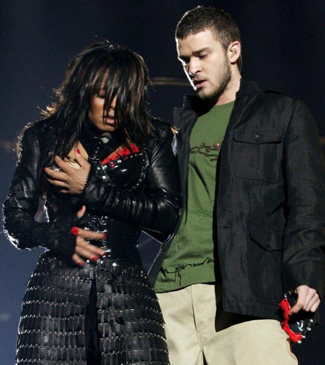 Uno de los momentos más delicados de su carrera lo vivió en 2004. Él y la cantante Janet Jackson compartieron escenario durante la media parte de la final de la Super Bowl, y ambos se convirtieron en los protagonistas de lo que ha pasado a la historia como el 'pezongate'.