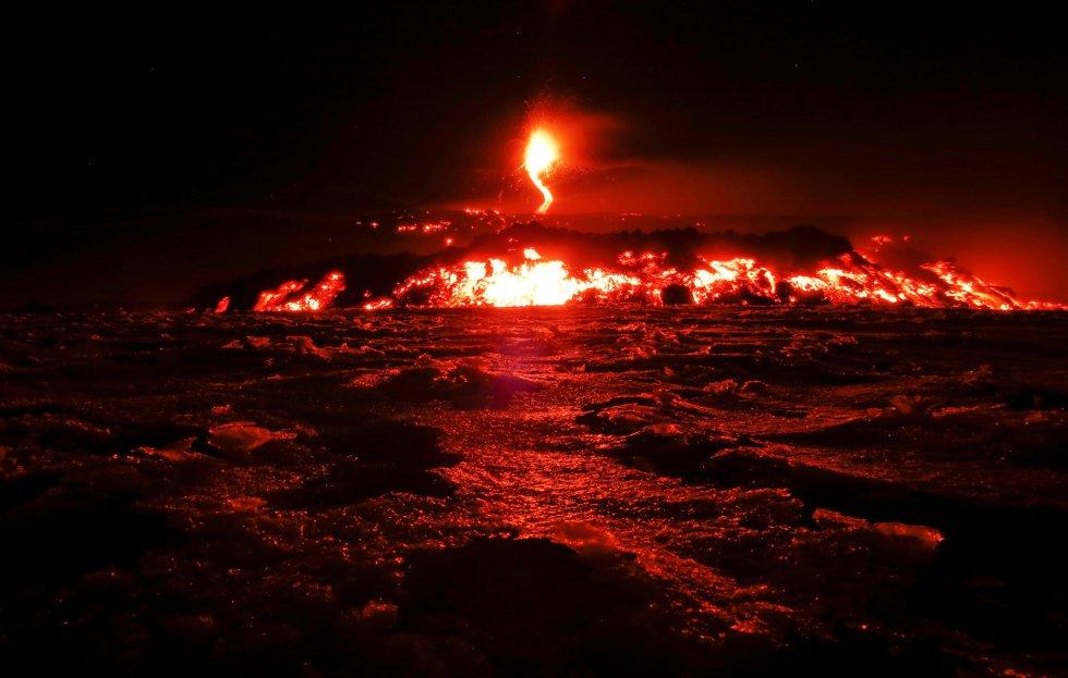 El Etna (ubicado en Sicilia) con más de 3,3 kilómetros de altura, es el volcán más grande de Europa. En los últimos años, las erupciones han sido muy frecuentes.