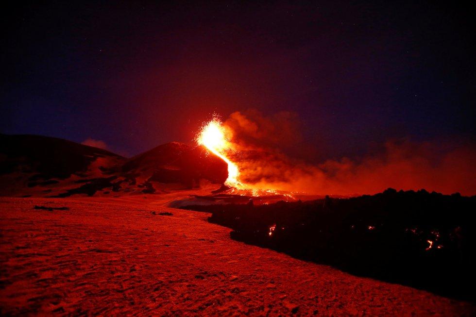 La deformación del suelo observada desde la estación GPS y con registros de alta frecuencia y señales clinimétricas, no muestra variaciones significativas en la intensificación de la actividad eruptiva.