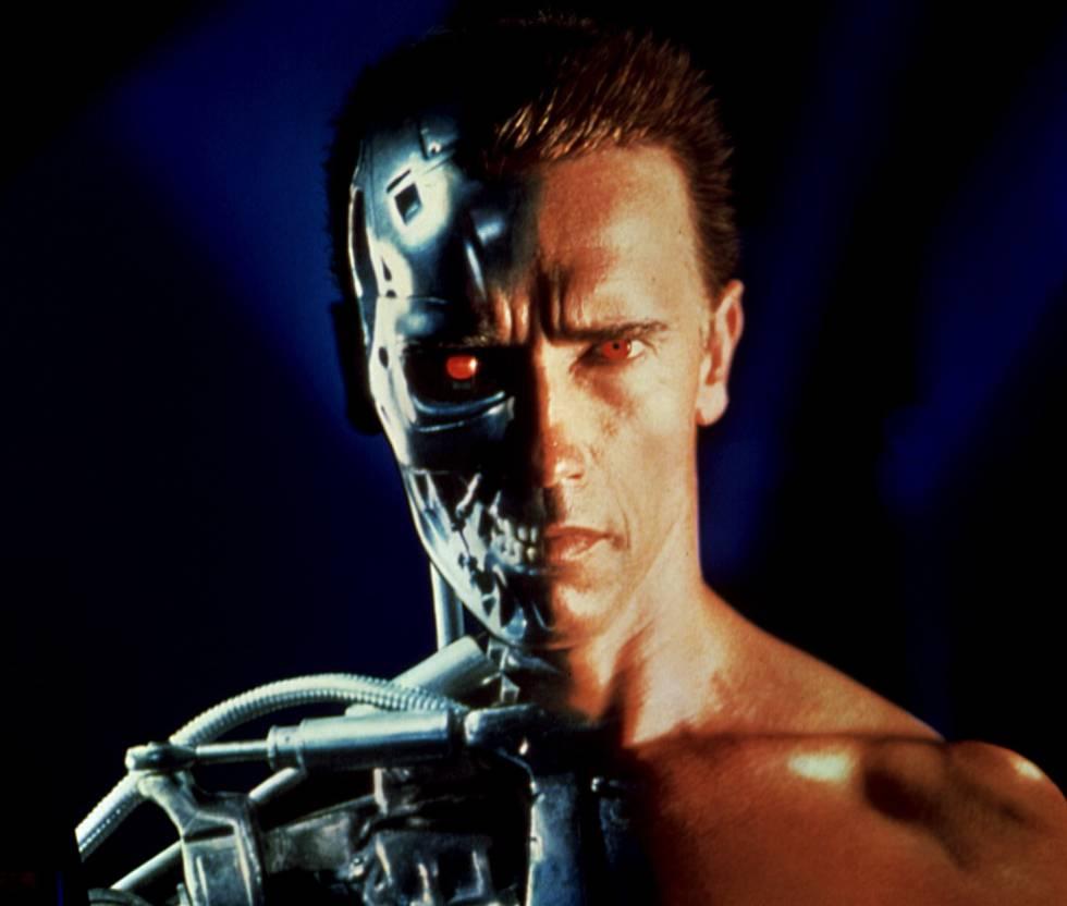 La película que lanzó a la fama a The Governator Schwarzenegger no solo imaginaba androides inteligentes creados para la guerra. Skynet (la inteligencia artificial que en el distópico 2029 casi controla el mundo) también era capaz de controlar vehículos voladores sin tripulantes para realizar ataques desde el aire a poblaciones terrestres. Drones militares, vaya. El misil Predator es quizás el antecesor real más conocido de estos vehículos. El ejército estadounidense comenzó a usarlo a mediados de los 90.