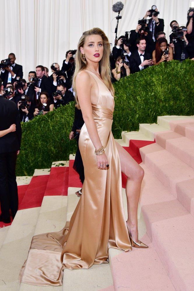 """Amber Heard ha confesado haber tenido relaciones """"con hombres y con una maravillosa mujer"""". La actriz y exesposa de Johnny Depp fue pareja de 2008 a 2011 de la fotógrafa Tasya van Ree. """"Siempre he sido y seré yo misma y nunca pretenderé ser lo que no soy por nada ni nadie"""", ha dicho."""