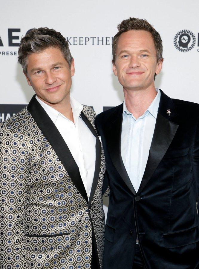 Neil Patrick Harris y su marido David Burtka acudieron a la cita de Elton John.