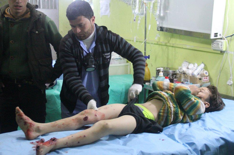 El ataque, posiblemente perpetrado con armas químicas, ocurrido en la ciudad de Jan Shijun, dejó unos 170 heridos, incluyendo niños que apenas conseguían respirar con máscaras de oxígeno.