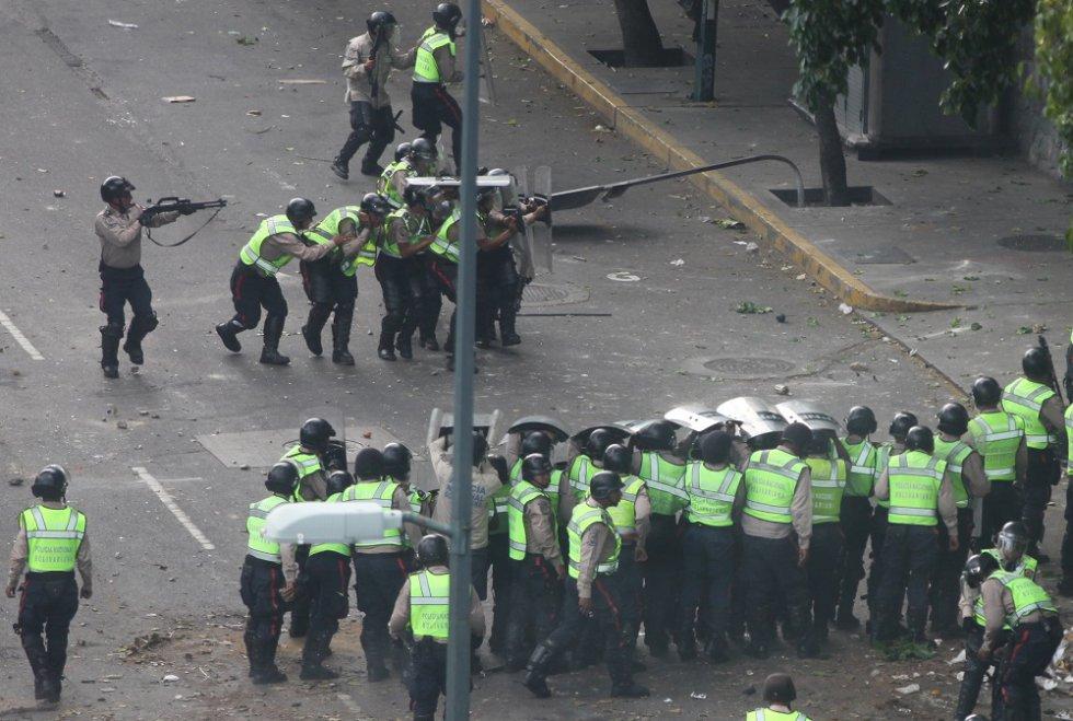 Hasta este momento, la policía actúa sola en el control del orden público en la protesta. En casi un mes, han fallecido 26 personas.