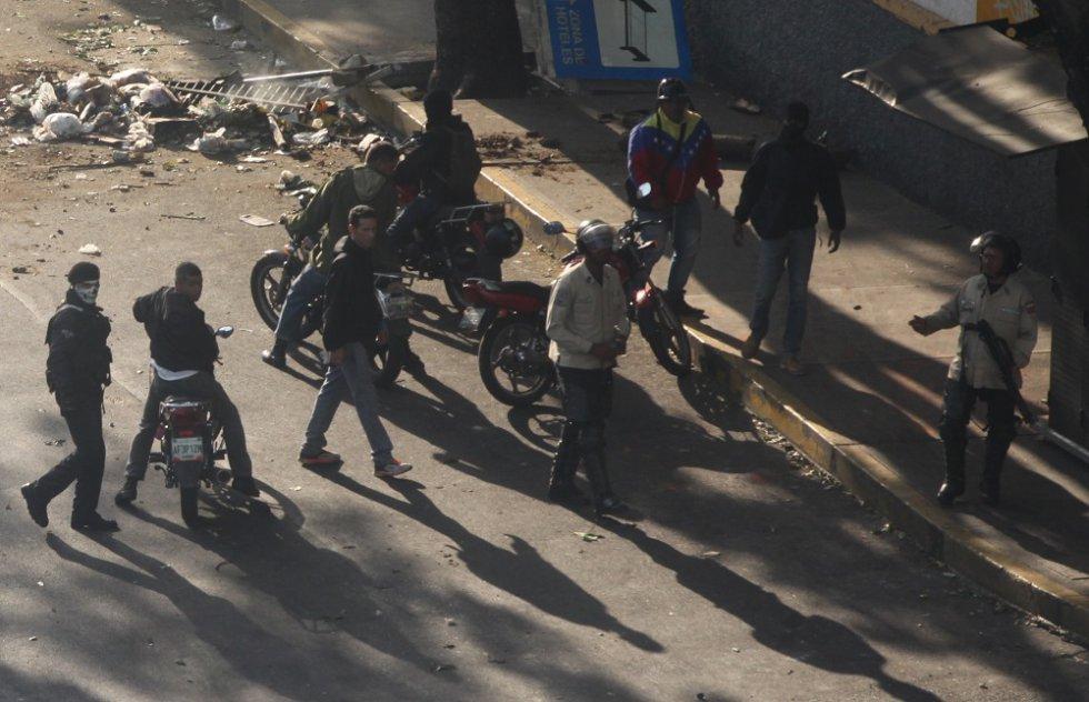 Muchos de los crímenes que se han producido en las protestas opositoras de Venezuela son atribuidos a los colectivos, los grupos parapoliciales del chavismo.