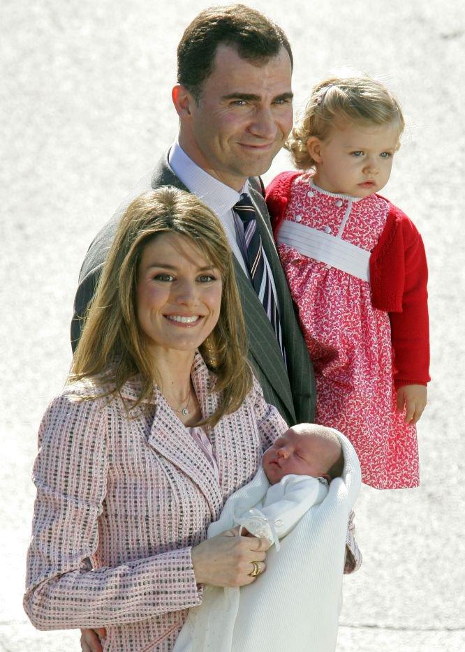 El 4 de mayo de 2007, los entonces príncipes de Asturias abandonaban la clínica Rúber Internacional de Madrid con su segunda hija, la infanta Sofía, acompañados de su primogénita, Leonor.