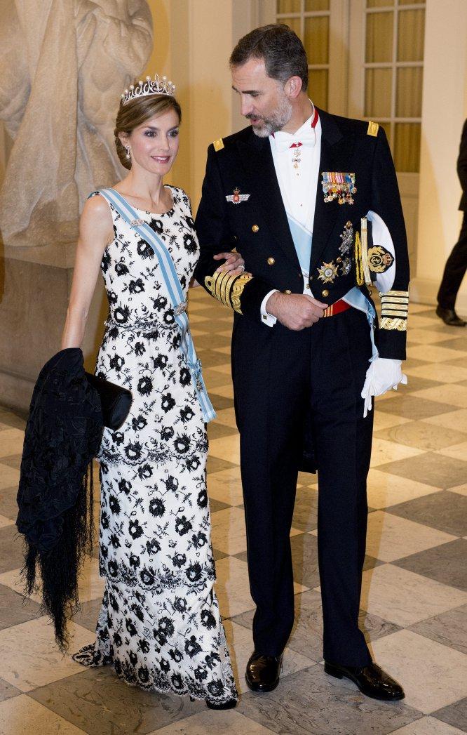 Don Felipe y doña Letizia acudieron a la cena de gala en conmemoración al 75 cumpleaños de la reina Margarita en Copenhague, en 2015, junto a los representantes de todas las casas reales europeas.