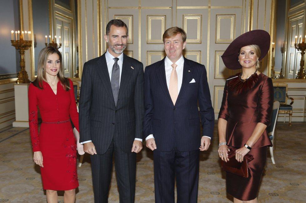 Doña Letizia y Don Felipe, en su primera visita oficial como Reyes en octubre de 2014. Los monarcas almorzaron con los soberanos holandeses y se reunieron con el primer ministro.