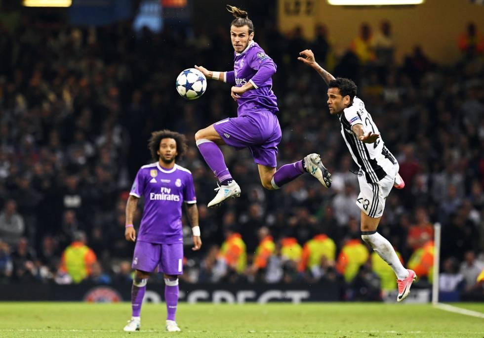 Gareth Bale en el terreno de juego tras sustituir a Benzema.