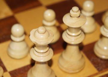 """Un millón de dólares para quien resuelva este """"simple"""" enigma de ajedrez"""