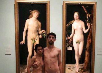 Una pareja se desnuda en el Museo del Prado ante los cuadros de Adán y Eva