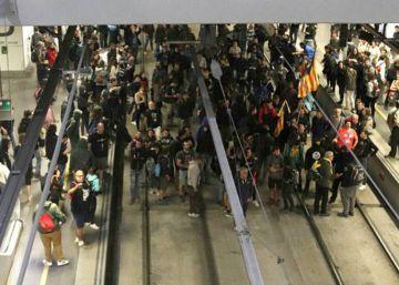 Aniversario 1-O en directo | Miles de estudiantes se manifiestan por el centro de Barcelona
