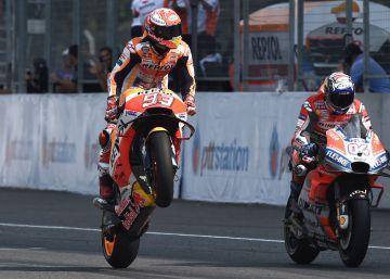 Márquez ya acaricia su séptimo título tras imponerse en la última curva