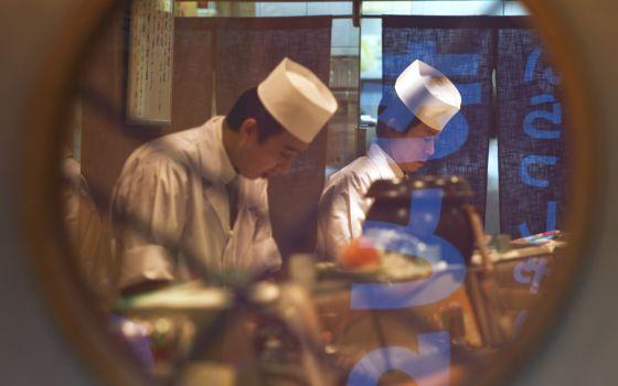 Diez restaurantes baratos para comer en tokio el viajero - Restaurante tokio madrid ...