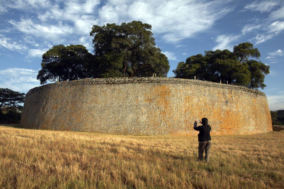 Uno de los muros del principal recinto de piedra de Great Zimbabwe