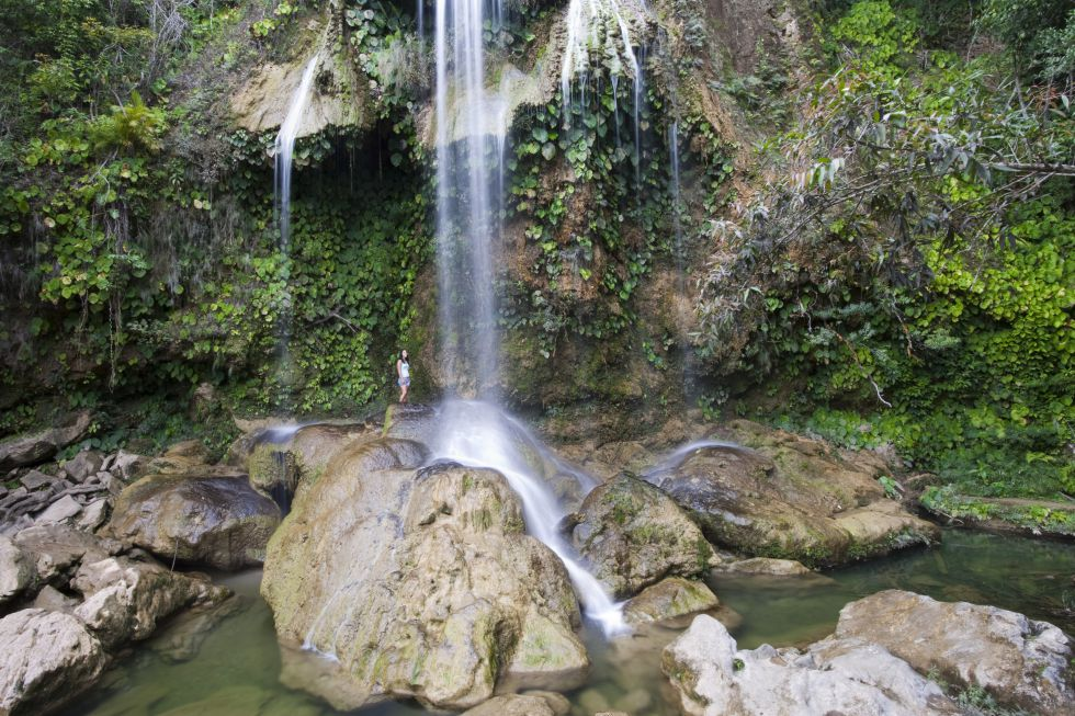 El Salto de Soroa, bautizado como el Arcoíris de Cuba: una cascada de 22 metros de altura en la que además está permitido bañarse.