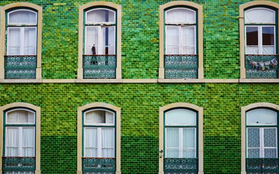 Viajar a porturgal lujuria de azulejos en lisboa el - Fachadas con azulejo ...