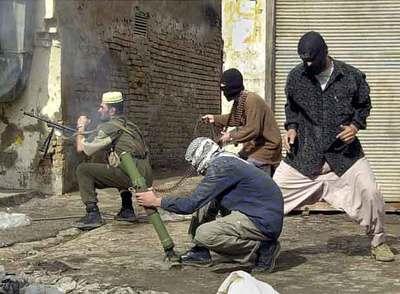 UN DIA EN IRAK 1 DICIEMBRE CQB GEDAT Insurgentes_iraquies_disparan_fuerzas_EE_UU_Bilal_Hussein_gano_Pulitzer