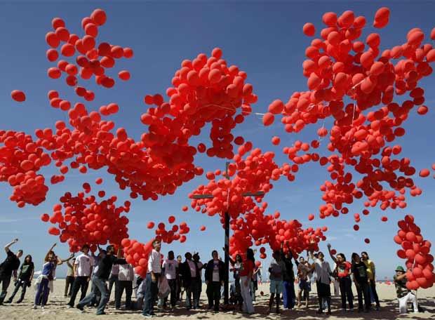 Miles de globos sobre Copacabana
