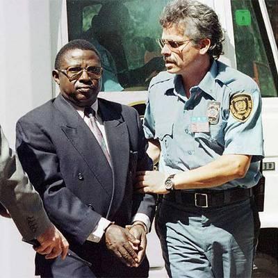 Theoneste Bagosora, escoltado en su camino hacia el Tribunal en una imagen de 1997.- AFP