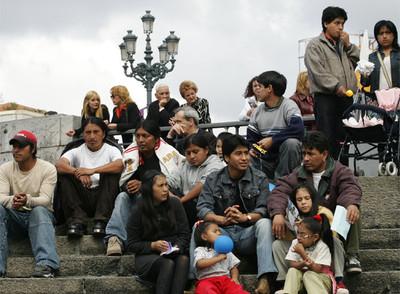 TODA VÍA NO CULPAN A MICHOACAN pero que tardaran???? 58_inmigrantes_latinoamericanos_viven_Espana_dice_siente_rechazado