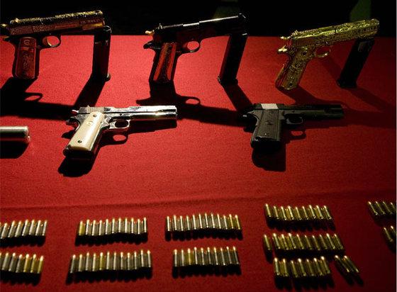 Armas de oro. El Ejército mexicano ha incautado armas bañadas en oro que