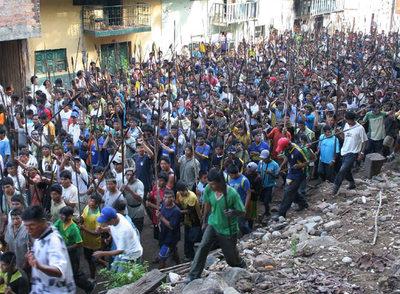12/06/11 Antidoto - Partida benéfica en La Granja Protestas_nativos_Peru