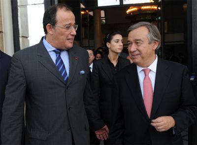 Antonio Guterres, Alto Comisionado de la ONU para los refugiados (a la derecha de la imagen), acompañado por el ministro de Asuntos Exteriores marroquí, Taieb Fassi Fihri, el pasado viernes en Rabat