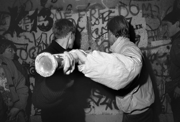 Derribando el muro  - Herramientas improvisadas