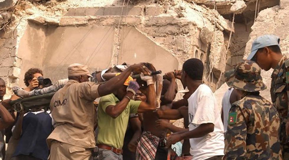 Un terremoto provoca una catástrofe en Haití  - Heridos entre los escombros